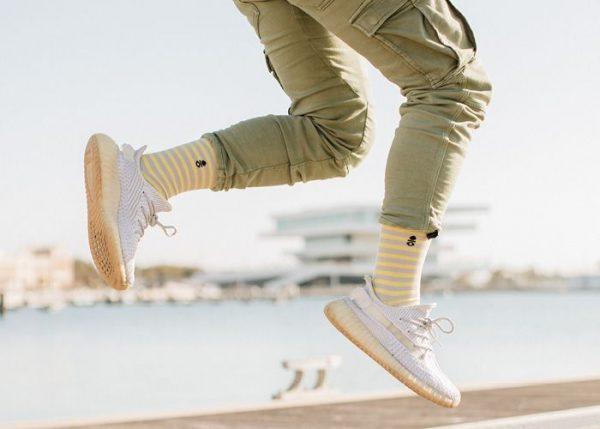 como ir a la moda de enseñar el calcetin